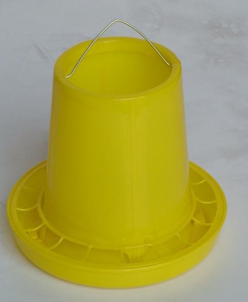 Poultry barrel feeder